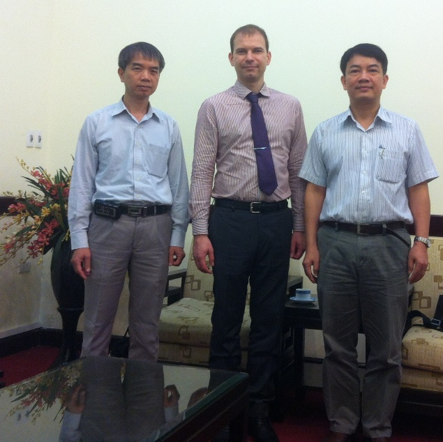 257. Meeting with Vietnam Atomic Energy Institute Tran Chi Thanh (right) and Vice-President Nguen Hao Quang (left) with Chief on MPEI International Deprtment A.E. Tarasov (in the center).