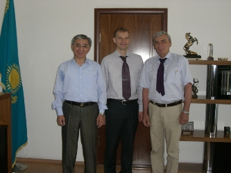 93. Rector of Almata University of Power Engineering and Communication G.Zh. Daukeev (on the left), Vive-Rector V.V. Stoiak (on the right) and the MPEI Head of International Cooperation Department A.E. Tarasov